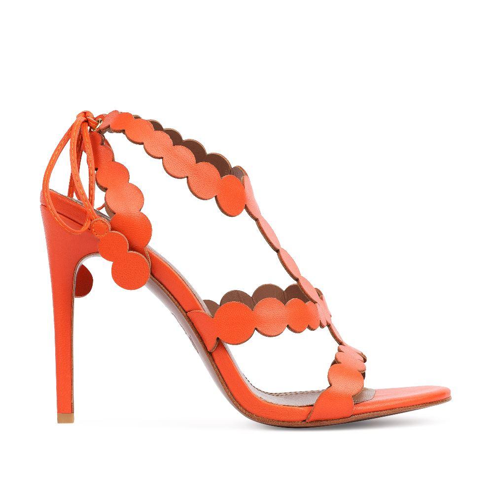 Босоножки из кожи оранжевого цвета с ремешкамиТуфли ремешковые<br><br>Материал верха: Кожа<br>Материал подкладки: Кожа<br>Материал подошвы: Кожа<br>Цвет: Оранжевый<br>Высота каблука: 10 см<br>Дизайн: Италия<br>Страна производства: Китай<br><br>Высота каблука: 10 см<br>Материал верха: Кожа<br>Материал подкладки: Кожа<br>Цвет: Оранжевый<br>Пол: Женский<br>Вес кг: 350.00000000<br>Размер: 36.5