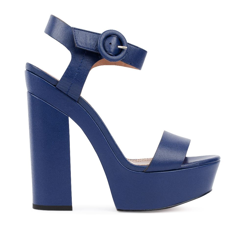 Босоножки кожаные синего цвета на устойчивом каблукеТуфли ремешковые<br><br>Материал верха: Кожа<br>Материал подкладки: Кожа<br>Материал подошвы: Кожа<br>Цвет: Синий<br>Высота каблука: 12 см<br>Дизайн: Италия<br>Страна производства: Китай<br><br>Высота каблука: 12 см<br>Материал верха: Кожа<br>Материал подкладки: Кожа<br>Цвет: Синий<br>Пол: Женский<br>Вес кг: 770.00000000<br>Размер: 39