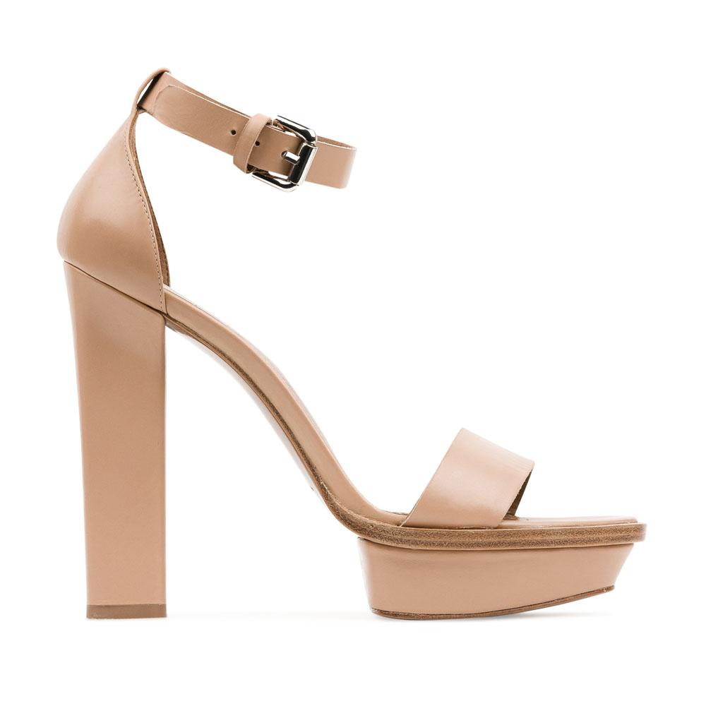 Кожаные босоножки пудрового цвета на массивном каблуке
