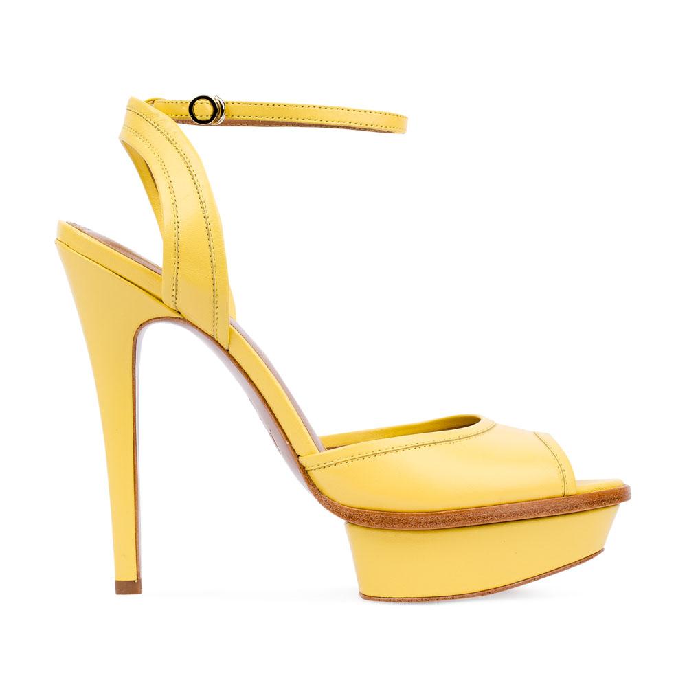 Кожаные босоножки цвета мимозы на высоком каблуке