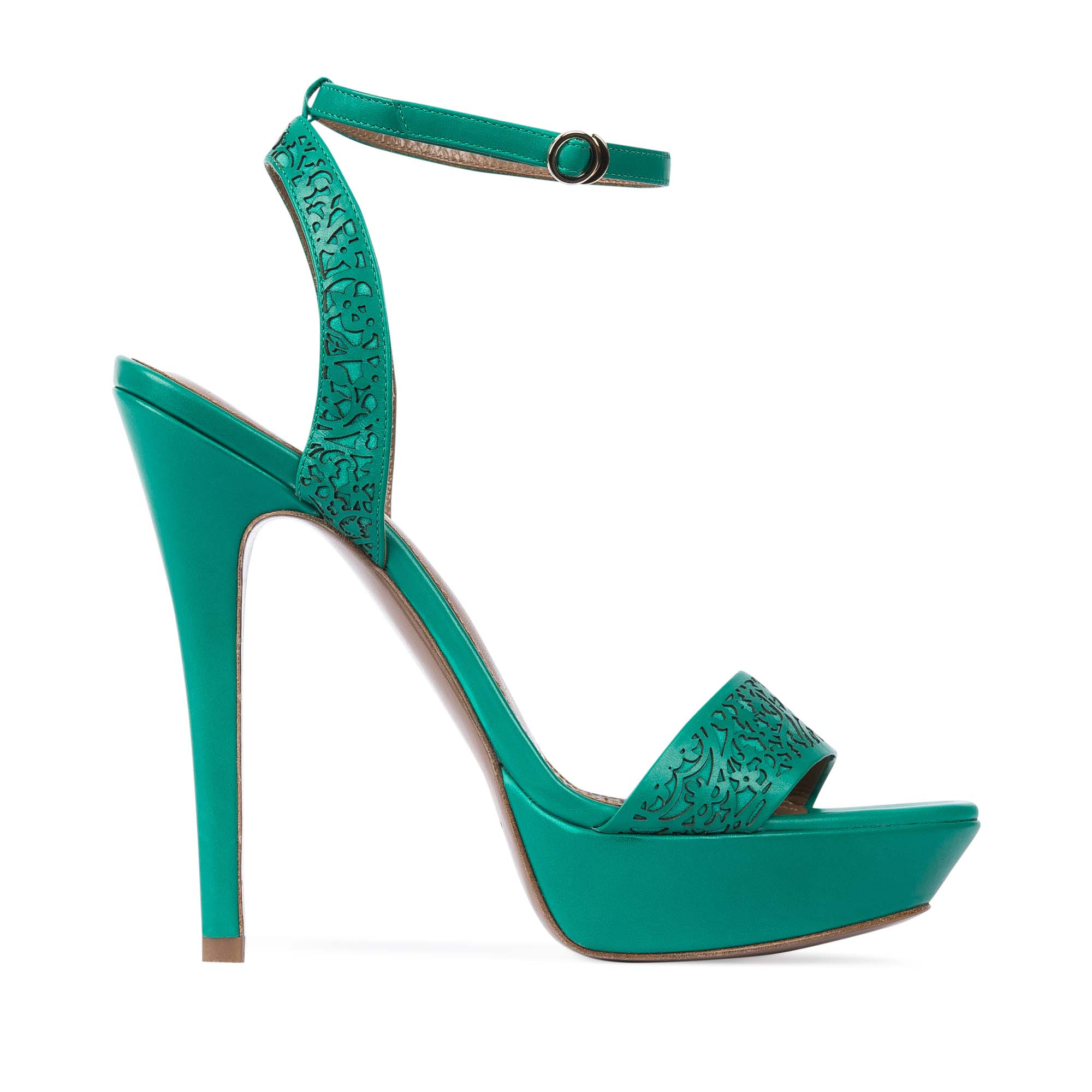 Босоножки изумрудного цвета с закрытой перфорациейТуфли женские<br><br>Материал верха: Кожа<br>Материал подкладки: Кожа<br>Материал подошвы: Кожа<br>Цвет: Зеленый<br>Высота каблука: 13 см<br>Дизайн: Италия<br>Страна производства: Китай<br><br>Высота каблука: 13 см<br>Материал верха: Кожа<br>Материал подкладки: Кожа<br>Цвет: Зеленый<br>Вес кг: 0.52600000<br>Выберите размер обуви: 38