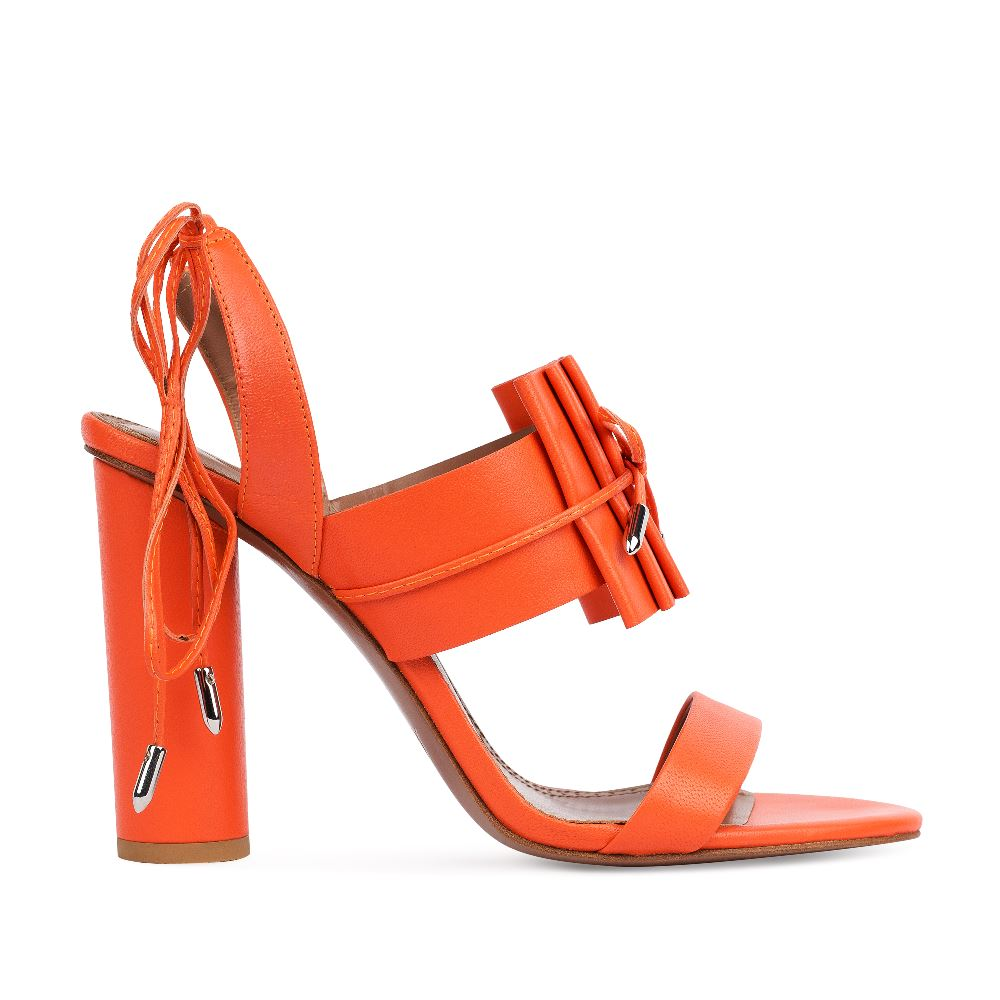 Босоножки оранжевого цвета из кожи на завязкахТуфли ремешковые<br><br>Материал верха: Кожа<br>Материал подкладки: Кожа<br>Материал подошвы: Кожа<br>Цвет: Оранжевый<br>Высота каблука: 10 см<br>Дизайн: Италия<br>Страна производства: Китай<br><br>Высота каблука: 10 см<br>Материал верха: Кожа<br>Материал подкладки: Кожа<br>Цвет: Оранжевый<br>Пол: Женский<br>Вес кг: 480.00000000<br>Размер: 38.5