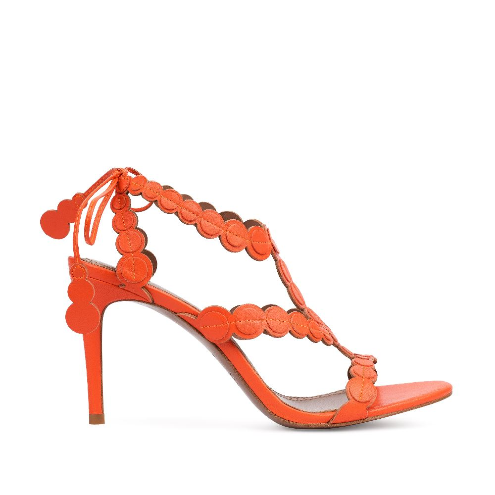 Босоножки из кожи оранжевого цвета на завязкахТуфли ремешковые<br><br>Материал верха: Кожа<br>Материал подкладки: Кожа<br>Материал подошвы: Кожа<br>Цвет: Оранжевый<br>Высота каблука: 8 см<br>Дизайн: Италия<br>Страна производства: Китай<br><br>Высота каблука: 8 см<br>Материал верха: Кожа<br>Материал подкладки: Кожа<br>Цвет: Оранжевый<br>Пол: Женский<br>Вес кг: 360.00000000<br>Размер: 38.5