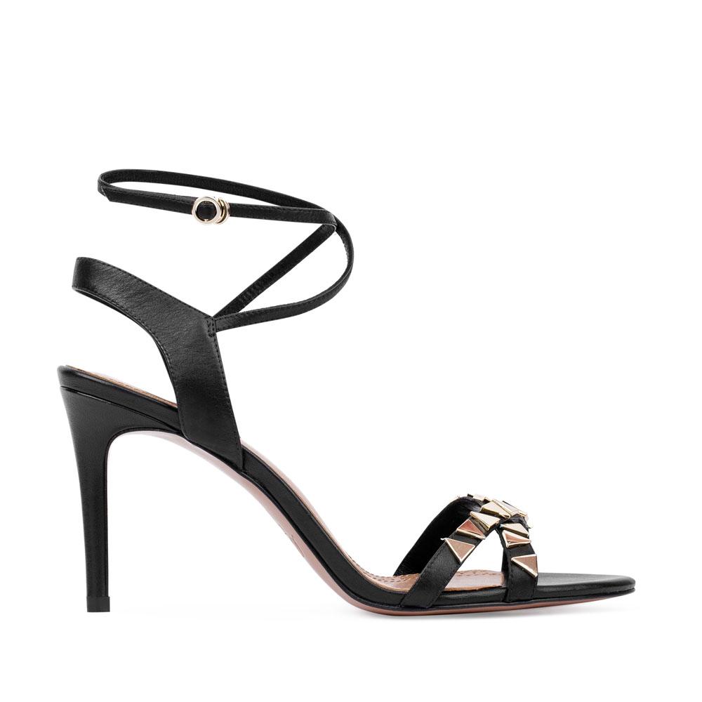 Босоножки кожаные чёрного цвета, декорированные металлическими деталямиБосоножки женские<br><br>Материал верха: Кожа<br>Материал подкладки: Кожа<br>Материал подошвы: Кожа<br>Цвет: Черный<br>Высота каблука: 9 см<br>Дизайн: Италия<br>Страна производства: Китай<br><br>Высота каблука: 9 см<br>Материал верха: Кожа<br>Материал подкладки: Кожа<br>Цвет: Черный<br>Вес кг: 0.36<br>Размер обуви: 36