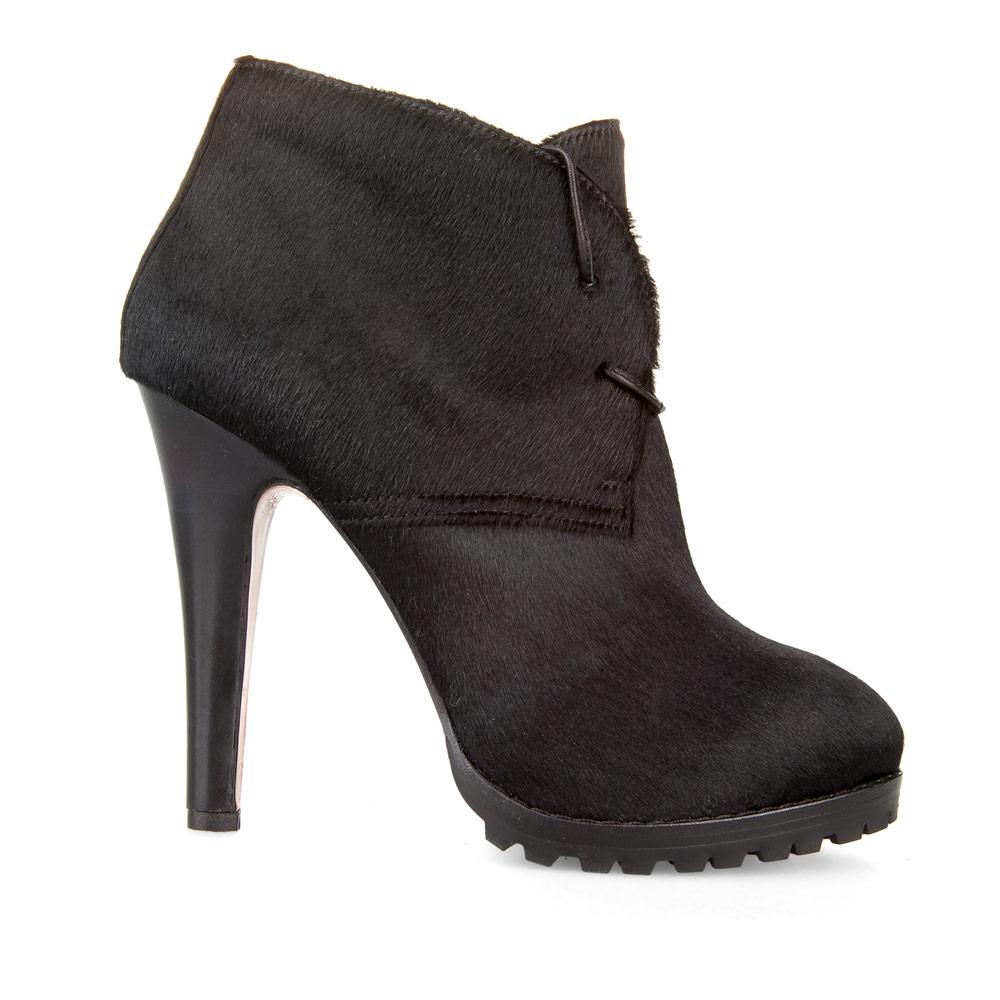 Ботильоны черного цвета из меха пони со шнуровкой на высоком каблуке
