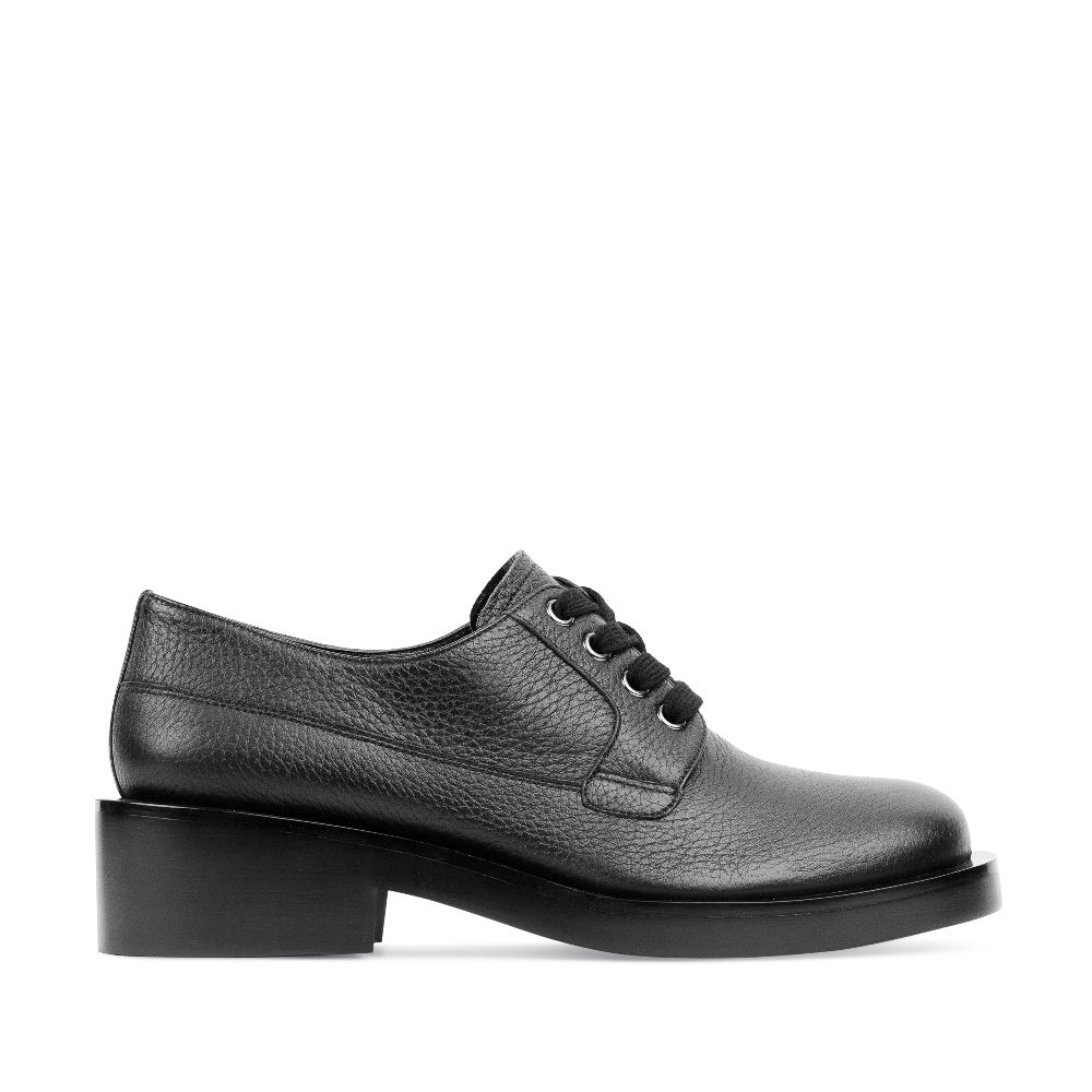 Кожаные ботинки на шнуровке черного цветаПолуботинки<br><br>Материал верха: Кожа<br>Материал подкладки: Кожа<br>Материал подошвы: Кожа<br>Цвет: Черный<br>Высота каблука: 4см<br>Дизайн: Италия<br>Страна производства: Китай<br><br>Высота каблука: 4 см<br>Материал верха: Кожа<br>Материал подкладки: Кожа<br>Цвет: Черный<br>Пол: Женский<br>Вес кг: 980.00000000<br>Размер обуви: 39
