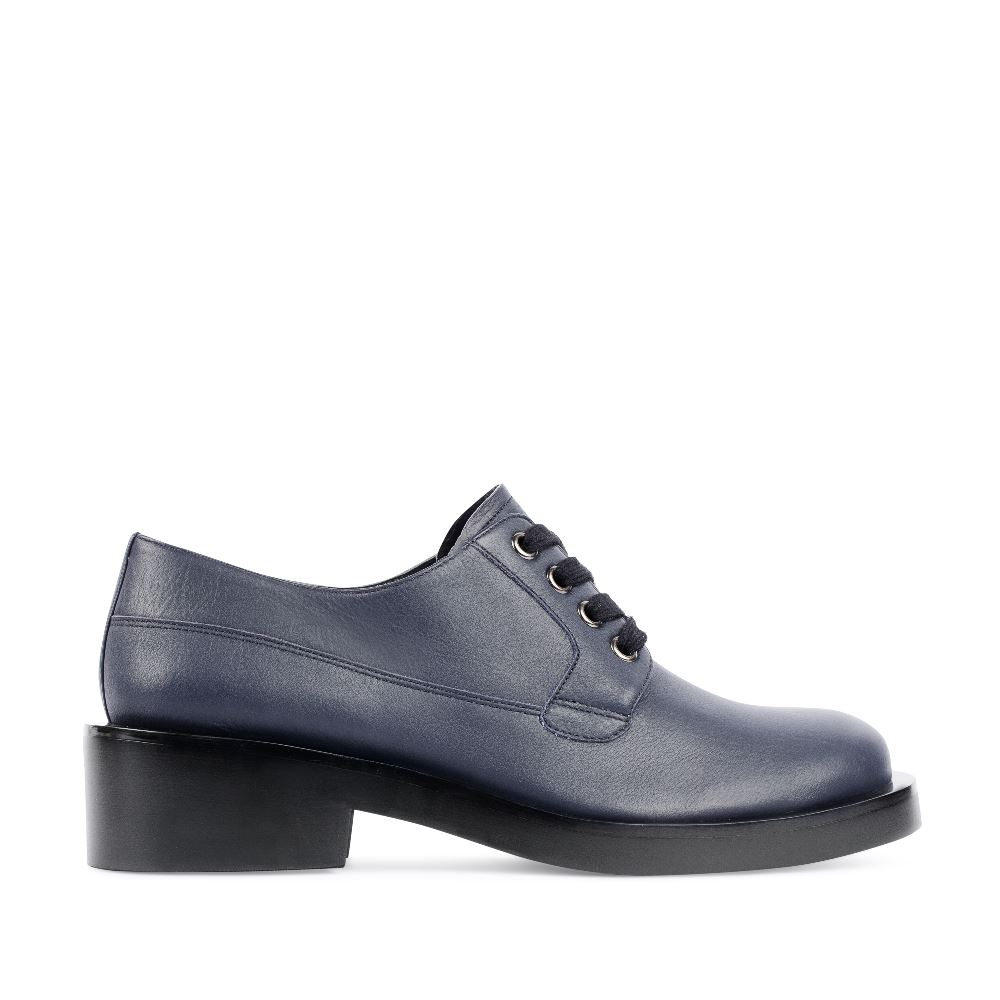 Кожаные ботинки на шнуровке синего цветаПолуботинки<br><br>Материал верха: Кожа<br>Материал подкладки: Кожа<br>Материал подошвы: Кожа<br>Цвет: Синий<br>Высота каблука: 4см<br>Дизайн: Италия<br>Страна производства: Китай<br><br>Высота каблука: 4 см<br>Материал верха: Кожа<br>Материал подкладки: Кожа<br>Цвет: Синий<br>Пол: Женский<br>Вес кг: 980.00000000<br>Размер: 36
