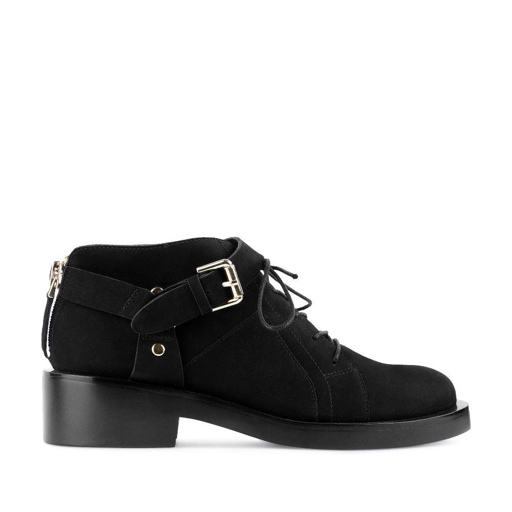 Ботинки из нубука черного цвета с ремешком