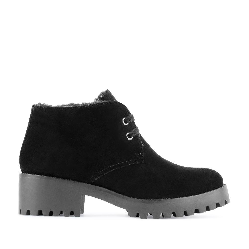 Ботинки из замши черного цвета с мехом