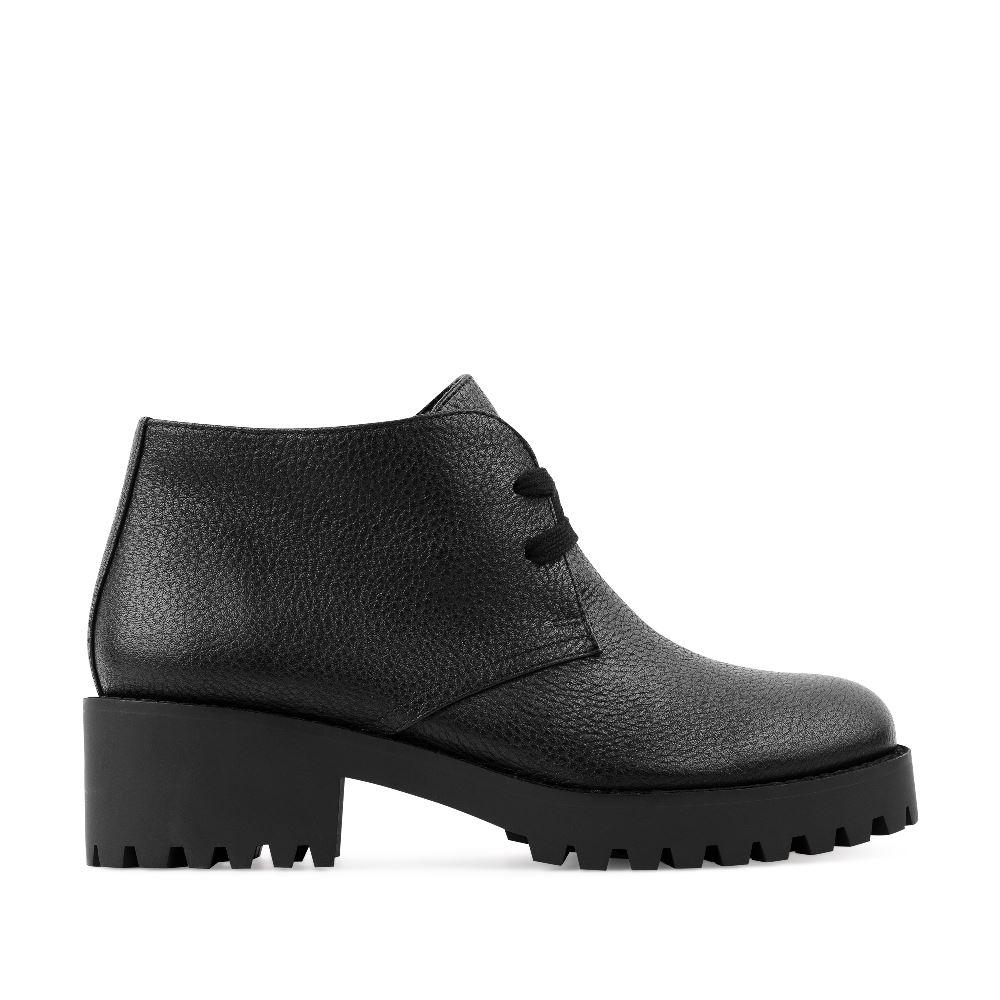 Кожаные ботинки на протекторной подошве черного цветаПолуботинки<br><br>Материал верха: Кожа<br>Материал подкладки: Текстиль<br>Материал подошвы: Полиуретан<br>Цвет: Черный<br>Высота каблука: 5 см<br>Дизайн: Италия<br>Страна производства: Китай<br><br>Высота каблука: 5 см<br>Материал верха: Кожа<br>Материал подкладки: Текстиль<br>Цвет: Черный<br>Пол: Женский<br>Вес кг: 1120.00000000<br>Размер: 39