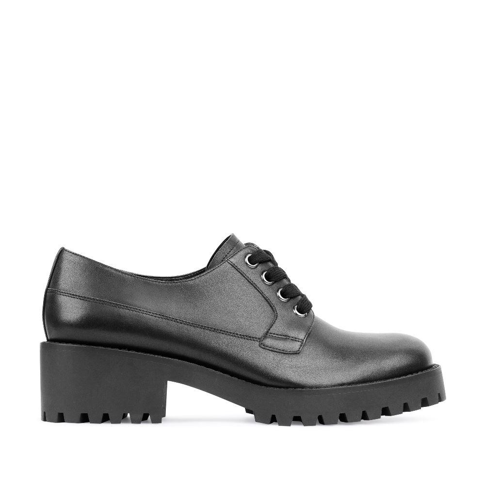 Ботинки из кожи черного цвета на протекторной подошве
