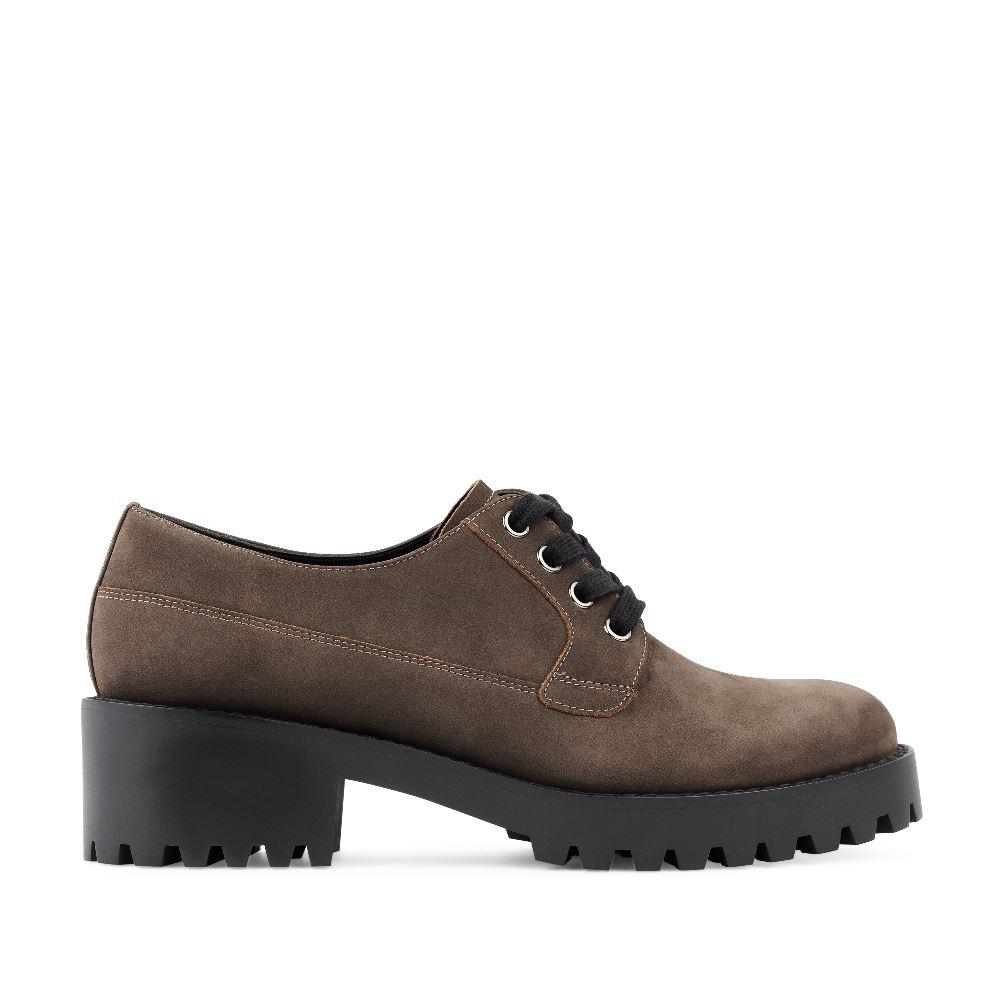Ботинки из нубука трюфельного цвета
