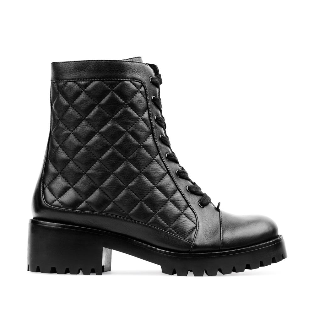 Высокие ботинки из стеганой кожи черного цветаПолусапоги женские<br><br>Материал верха: Кожа<br>Материал подкладки: Мех<br>Материал подошвы: Полиуретан<br>Цвет: Черный<br>Высота каблука: 5см<br>Дизайн: Италия<br>Страна производства: Китай<br><br>Высота каблука: 2 см<br>Материал верха: Кожа<br>Материал подошвы: Полиуретан<br>Материал подкладки: Мех<br>Цвет: Черный<br>Вес кг: 1.00000000<br>Размер обуви: 36