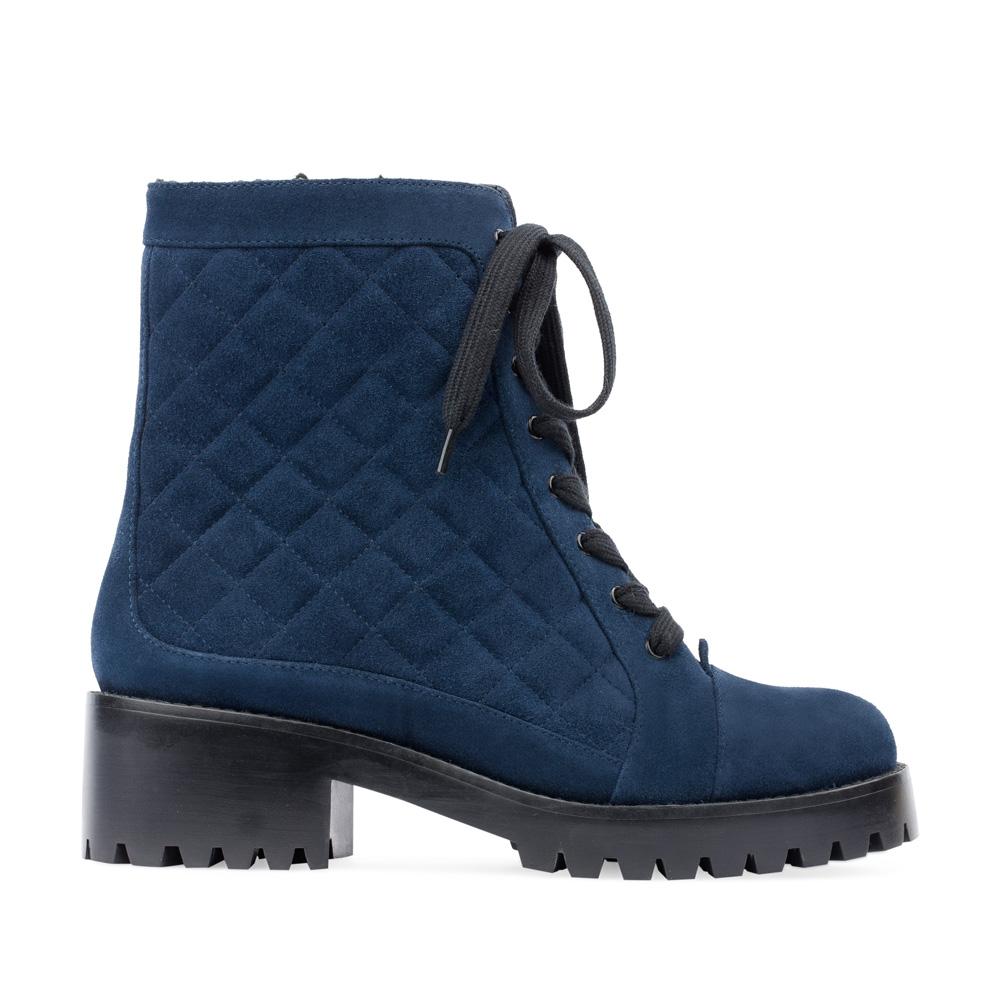 Высокие ботинки из стеганой замши сапфирового цветаБотинки женские<br><br>Материал верха: Замша<br>Материал подкладки: Мех<br>Материал подошвы: Полиуретан<br>Цвет: Синий<br>Высота каблука: 5 см<br>Дизайн: Италия<br>Страна производства: Китай<br><br>Высота каблука: 5 см<br>Материал верха: Замша<br>Материал подошвы: Полиуретан<br>Материал подкладки: Мех<br>Цвет: Синий<br>Вес кг: 1.00000000<br>Размер обуви: 38*