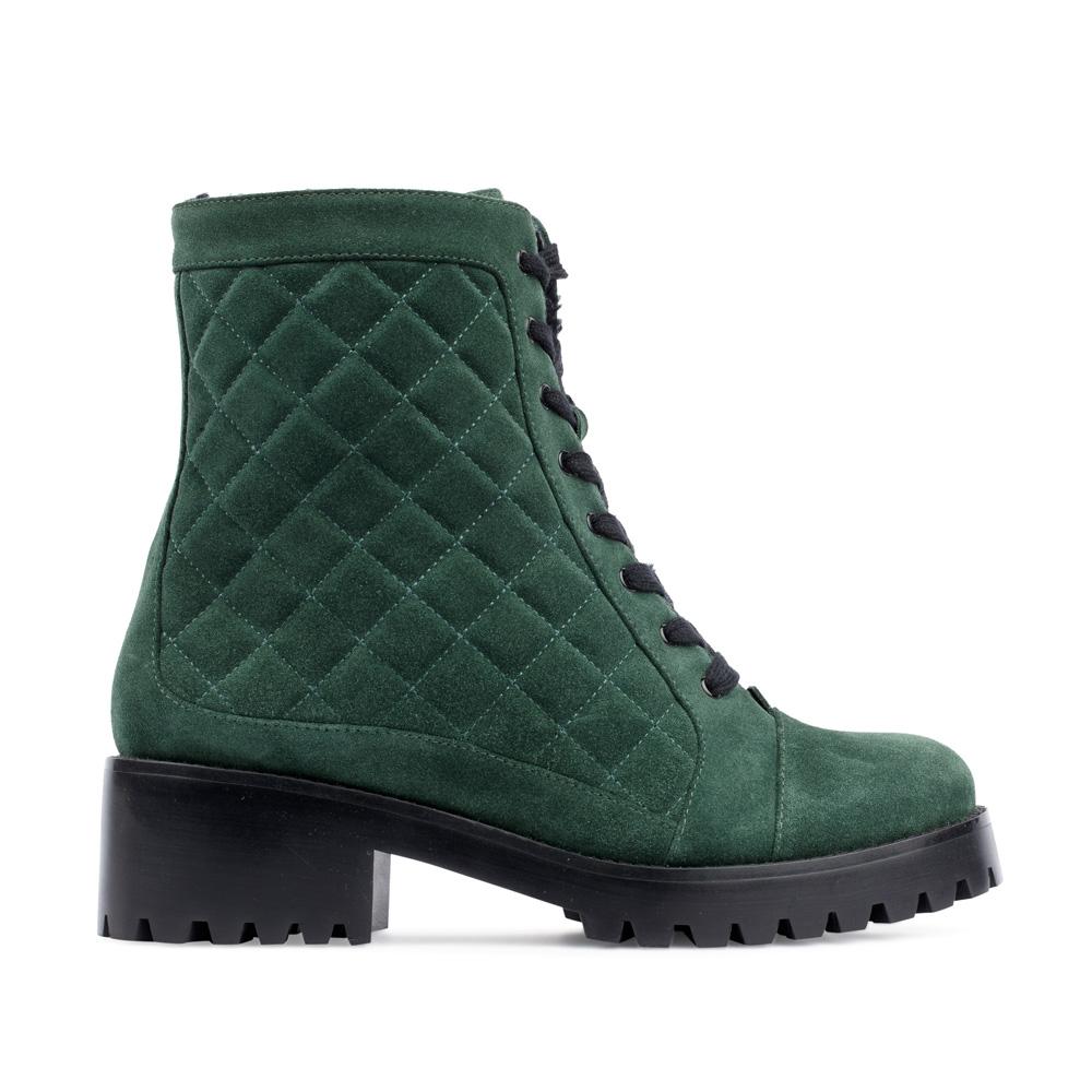 Высокие ботинки из стеганой замши изумрудного цветаПолусапоги женские<br><br>Материал верха: Замша<br>Материал подкладки: Мех<br>Материал подошвы: Полиуретан<br>Цвет: Зеленый<br>Высота каблука: 5 см<br>Дизайн: Италия<br>Страна производства: Китай<br><br>Высота каблука: 5 см<br>Материал верха: Замша<br>Материал подошвы: Полиуретан<br>Материал подкладки: Мех<br>Цвет: Зеленый<br>Вес кг: 1.00000000<br>Размер обуви: 37**