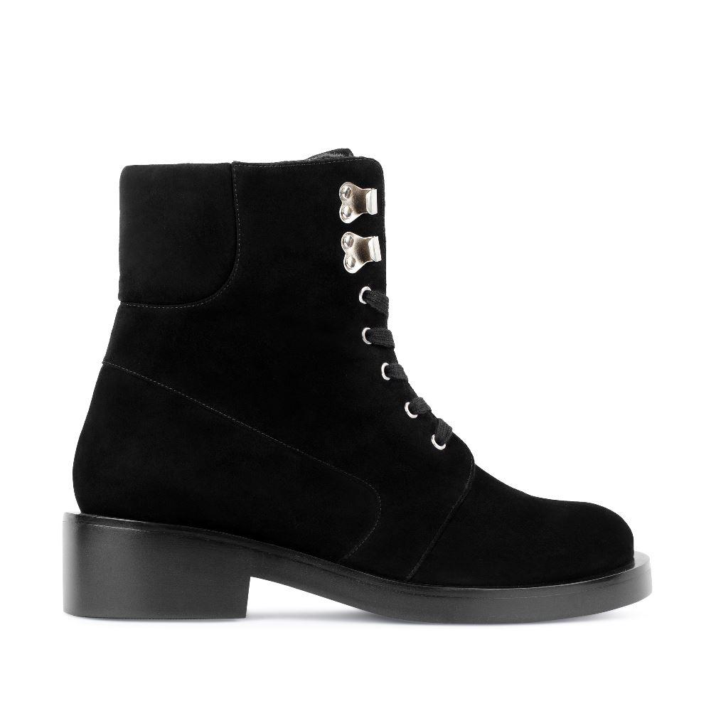 Высокие ботинки из замши на шнуровке черного цветаПолусапоги<br><br>Материал верха: Замша<br>Материал подкладки: Мех<br>Материал подошвы: Кожа<br>Цвет: Черный<br>Высота каблука: 4 см<br>Дизайн: Италия<br>Страна производства: Китай<br><br>Высота каблука: 4 см<br>Материал верха: Замша<br>Материал подкладки: Мех<br>Цвет: Черный<br>Пол: Женский<br>Вес кг: 1260.00000000<br>Размер обуви: 38.5
