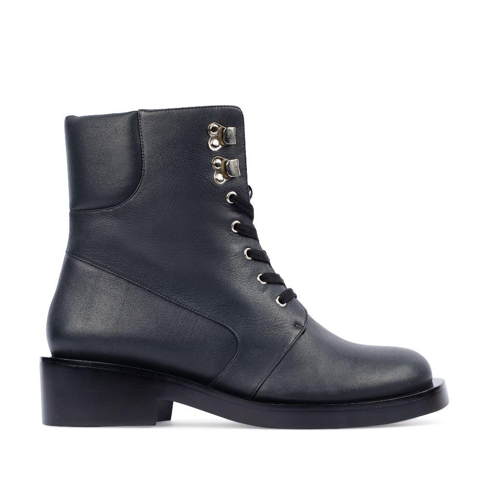 Высокие ботинки из кожи на шнуровке синего цветаПолусапоги<br><br>Материал верха: Кожа<br>Материал подкладки: Мех<br>Материал подошвы: Кожа<br>Цвет: Синий<br>Высота каблука: 4 см<br>Дизайн: Италия<br>Страна производства: Китай<br><br>Высота каблука: 4 см<br>Материал верха: Кожа<br>Материал подкладки: Мех<br>Цвет: Синий<br>Пол: Женский<br>Вес кг: 1260.00000000<br>Размер обуви: 35