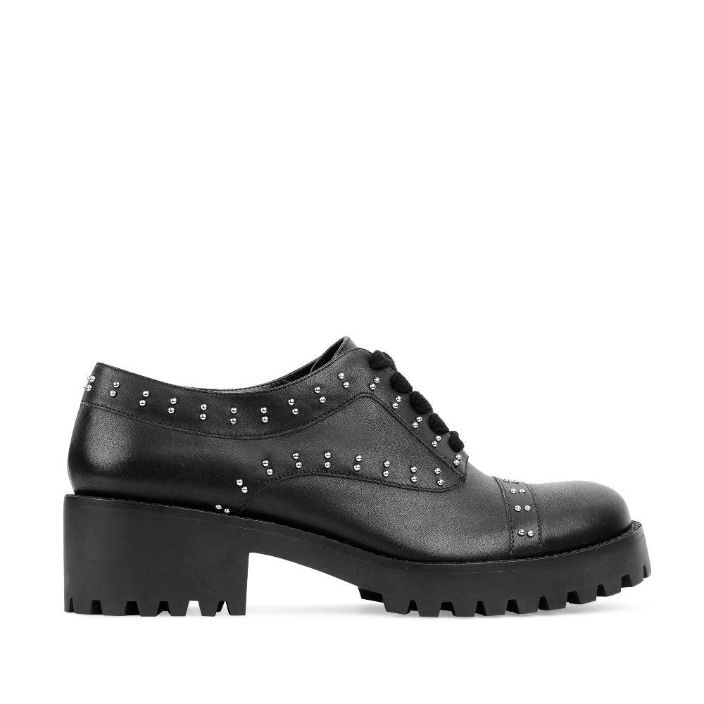 Кожаные ботинки черного цвета с заклепкамиПолуботинки<br><br>Материал верха: Кожа<br>Материал подкладки: Кожа<br>Материал подошвы: Полиуретан<br>Цвет: Черный<br>Высота каблука: 5 см<br>Дизайн: Италия<br>Страна производства: Китай<br><br>Высота каблука: 5 см<br>Материал верха: Кожа<br>Материал подкладки: Кожа<br>Цвет: Черный<br>Пол: Женский<br>Вес кг: 1040.00000000<br>Размер: 40