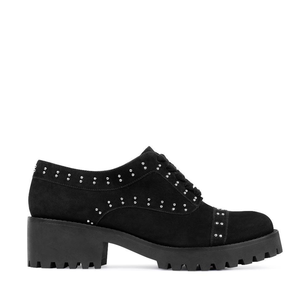 Ботинки из нубука черного цвета с заклепками