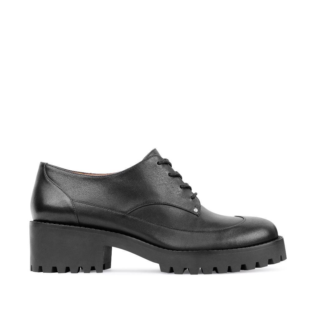 Кожаные ботинки черного цвета на протекторной подошвеБотинки женские<br><br>Материал верха: Кожа<br>Материал подкладки: Кожа<br>Материал подошвы: Полиуретан<br>Цвет: Черный<br>Высота каблука: 5 см<br>Дизайн: Италия<br>Страна производства: Китай<br><br>Высота каблука: 5 см<br>Материал верха: Кожа<br>Материал подкладки: Кожа<br>Цвет: Черный<br>Пол: Женский<br>Вес кг: 1030.00000000<br>Размер обуви: 39