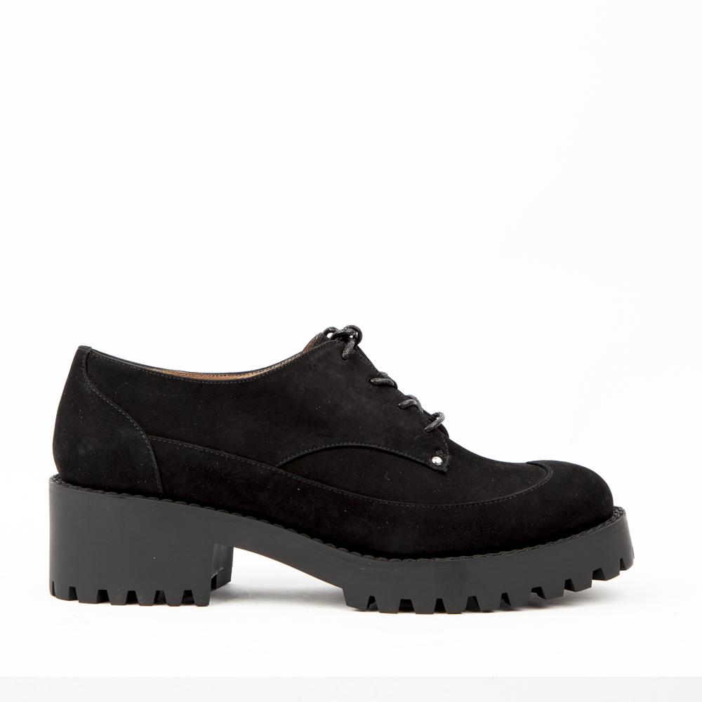 Ботинки черного цвета из нубука на протекторной подошве