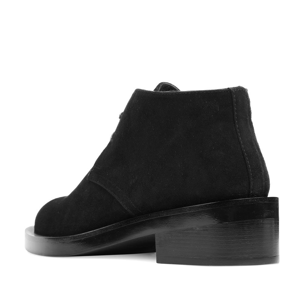 Женские ботинки CorsoComo (Корсо Комо) Замшевые дезерты черного цвета на графичной подошве