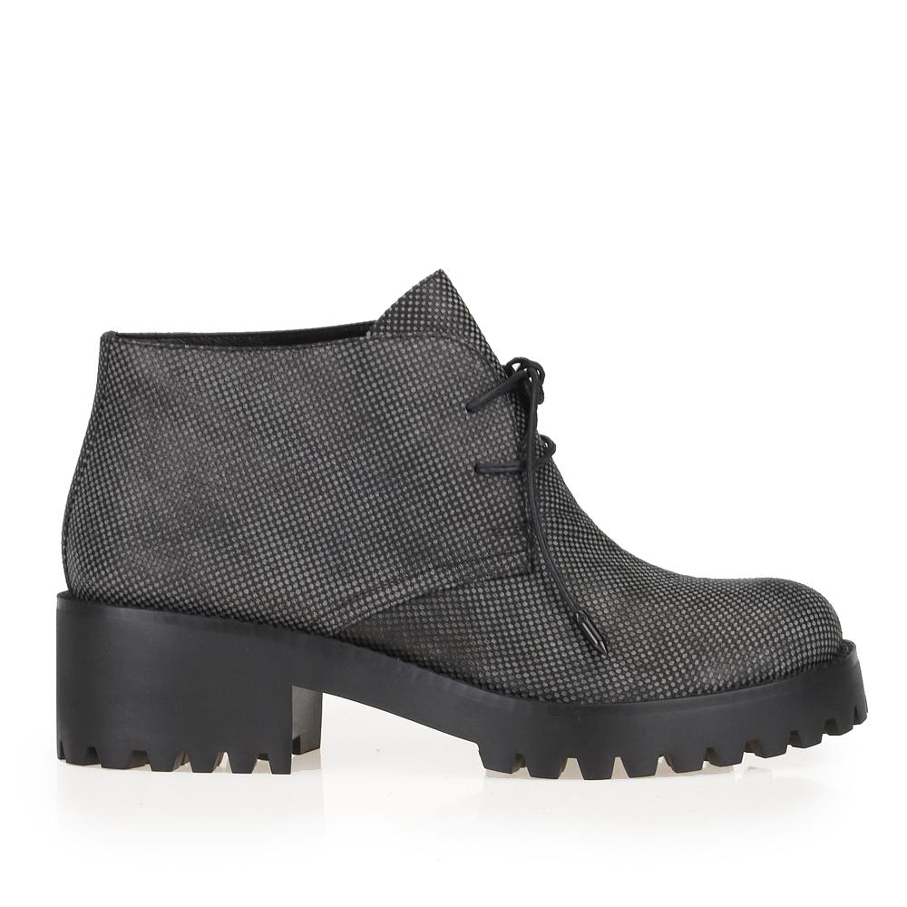 Кожаные ботинки серого цвета на тракторной подошве