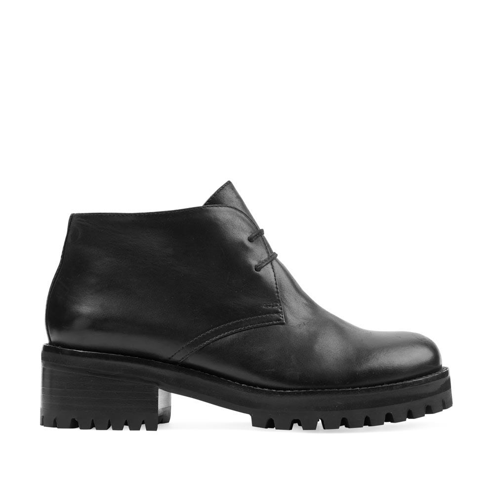 Кожаные ботинки черного цвета на тракторной подошве