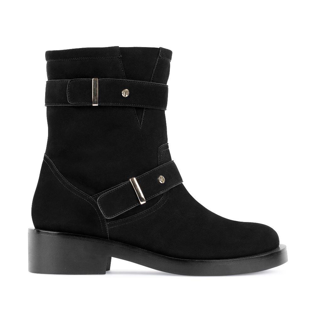 Высокие ботинки из нубука черного цветаПолусапоги<br><br>Материал верха: Нубук<br>Материал подкладки: Мех<br>Материал подошвы: Кожа<br>Цвет: Черный<br>Высота каблука: 4 см<br>Дизайн: Италия<br>Страна производства: Китай<br><br>Высота каблука: 4 см<br>Материал верха: Кожа<br>Материал подкладки: Мех<br>Цвет: Черный<br>Пол: Женский<br>Вес кг: 800.00000000<br>Размер обуви: 37*