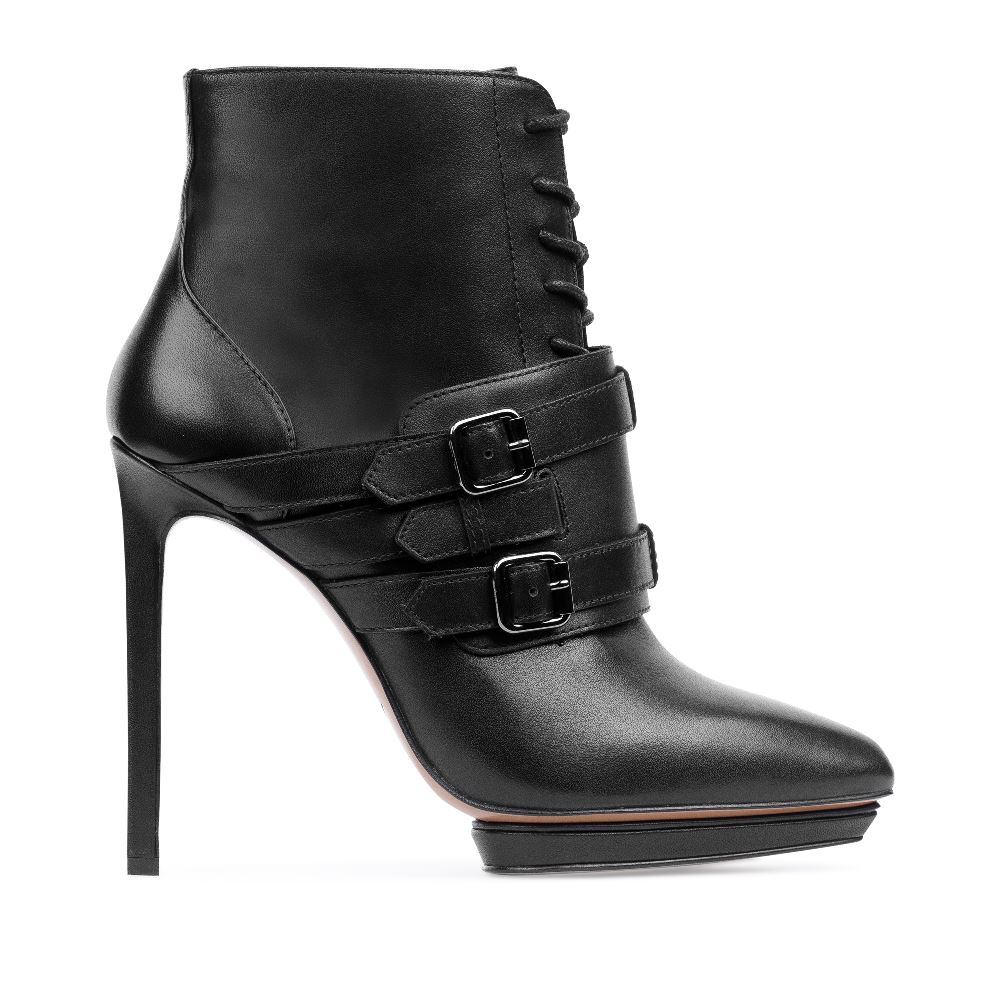 Ботильоны из кожи на высоком каблуке со шнуровкойБотинки женские<br><br>Материал верха: Кожа<br>Материал подкладки: Кожа<br>Материал подошвы: Кожа + Резина<br>Цвет: Черный<br>Высота каблука: 12 см<br>Дизайн: Италия<br>Страна производства: Китай<br><br>Высота каблука: 12 см<br>Материал верха: Кожа<br>Материал подкладки: Кожа<br>Цвет: Черный<br>Пол: Женский<br>Вес кг: 1.60000000<br>Размер обуви: 36.5