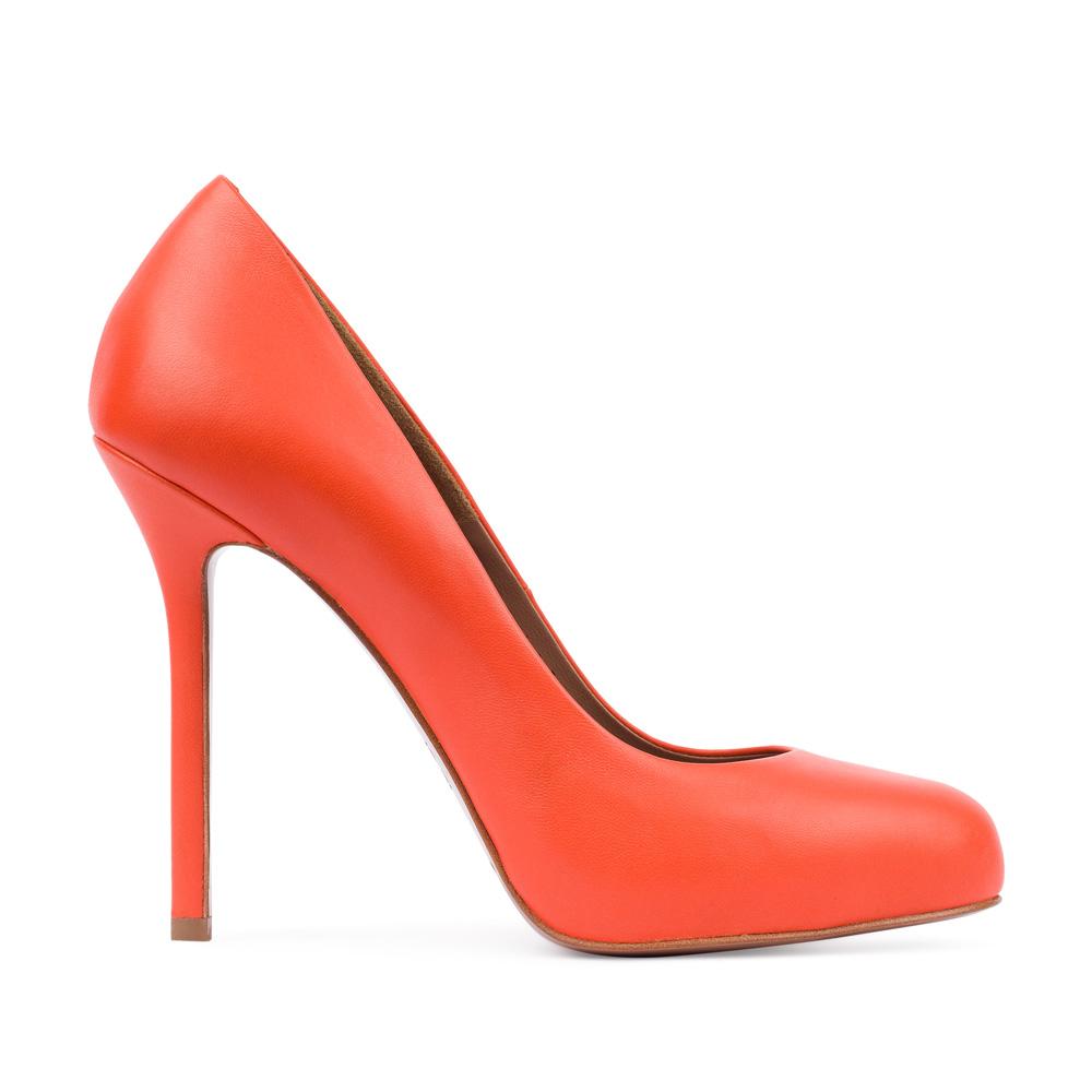 Туфли из кожи оранжевого цветаТуфли женские<br><br>Материал верха: Кожа<br>Материал подкладки: Кожа<br>Материал подошвы:Кожа<br>Цвет: Оранжевый<br>Высота каблука: 11 см<br>Дизайн: Италия<br>Страна производства: Китай<br><br>Высота каблука: 11 см<br>Материал верха: Кожа<br>Материал подошвы: Кожа<br>Материал подкладки: Кожа<br>Цвет: Оранжевый<br>Вес кг: 1.00000000<br>Размер: 37.5