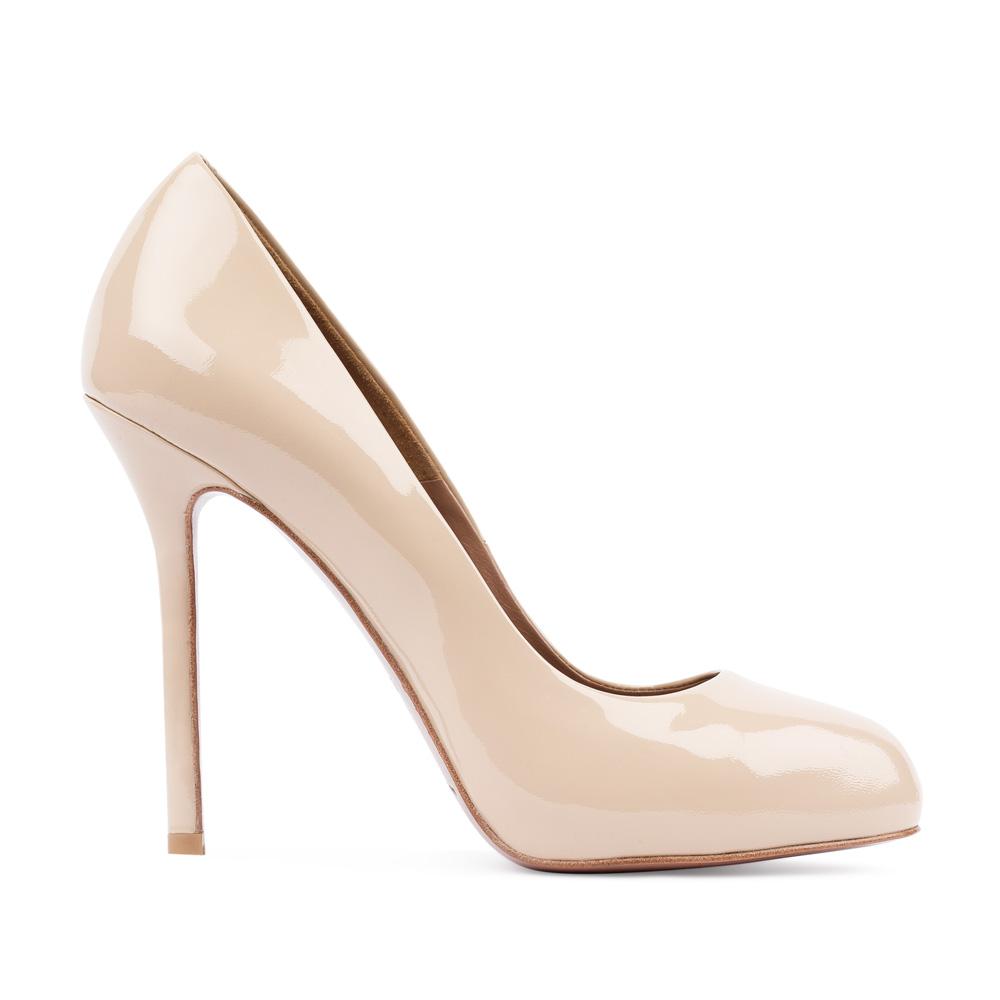 Туфли из лакированной кожи бежевого цвета