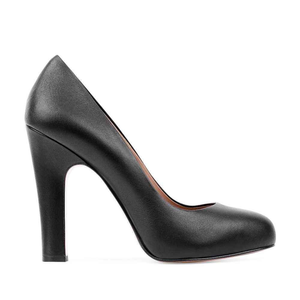 Туфли на высоком устойчивом каблуке черного цвета
