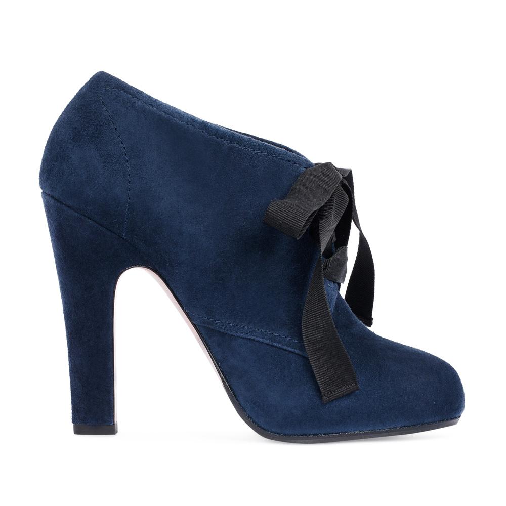 Замшевые ботильоны сапфирового цвета на шнуровкеБотинки женские<br><br>Материал верха: Замша<br>Материал подкладки: Кожа<br>Материал подошвы: Кожа<br>Цвет: Синий<br>Высота каблука: 10 см<br>Дизайн: Италия<br>Страна производства: Китай<br><br>Высота каблука: 10 см<br>Материал верха: Замша<br>Материал подошвы: Кожа<br>Материал подкладки: Кожа<br>Цвет: Синий<br>Вес кг: 0.64000000<br>Выберите размер обуви: 38***