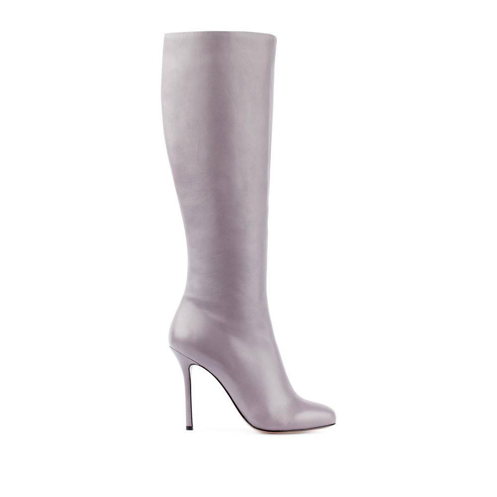 Сапоги из кожи светло-серого цвета на высоком каблукеСапоги женские<br><br>Материал верха: Кожа<br>Материал подкладки: Текстиль<br>Материал подошвы:Кожа<br>Цвет: Серый<br>Высота каблука: 10 см<br>Дизайн: Италия<br>Страна производства: Китай<br><br>Высота каблука: 10 см<br>Материал верха: Кожа<br>Материал подошвы: Кожа<br>Материал подкладки: Текстиль<br>Цвет: Серый<br>Вес кг: 1.00000000<br>Размер обуви: 38.5