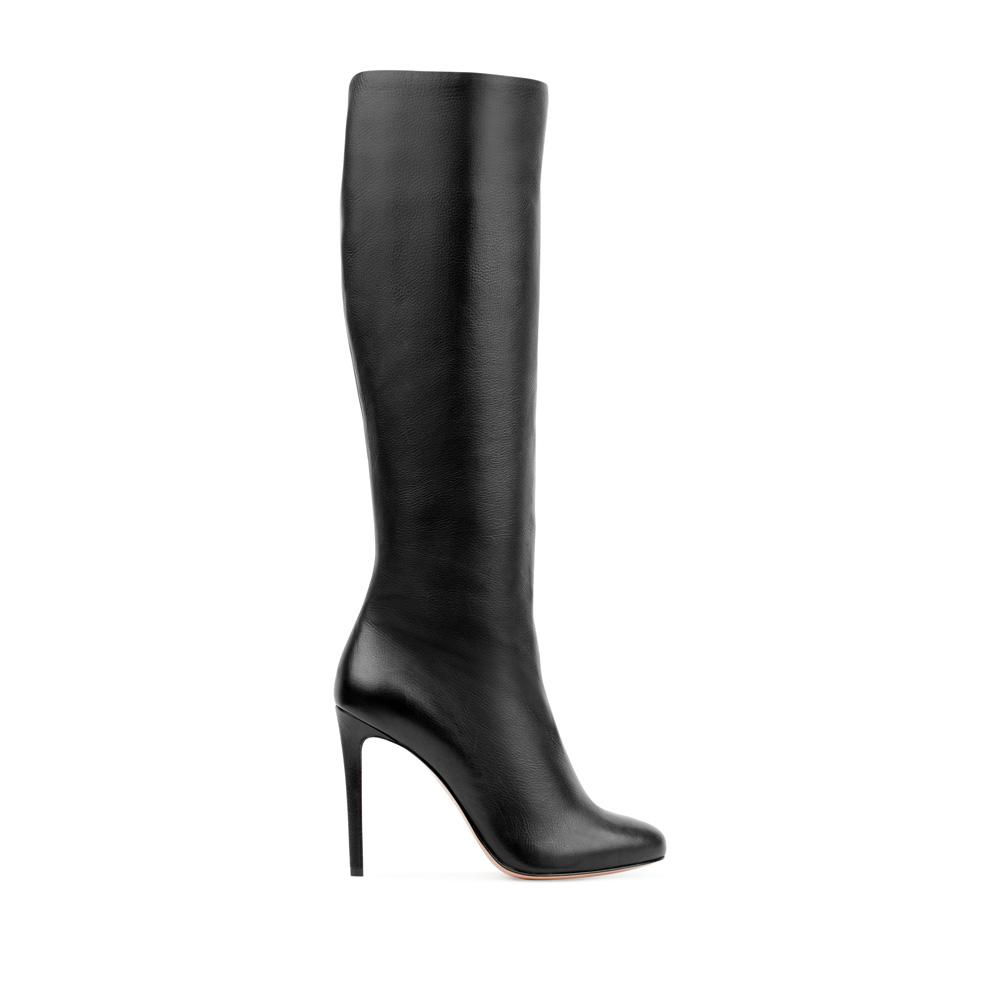 Кожаные сапоги черного цвета на шпилькеСапоги женские<br><br>Материал верха: Кожа<br>Материал подкладки: Текстиль<br>Материал подошвы:Кожа<br>Цвет: Черный<br>Высота каблука: 10 см<br>Дизайн: Италия<br>Страна производства: Китай<br><br>Высота каблука: 10 см<br>Материал верха: Кожа<br>Материал подошвы: Кожа<br>Материал подкладки: Текстиль<br>Цвет: Черный<br>Вес кг: 1.00000000<br>Размер: 39