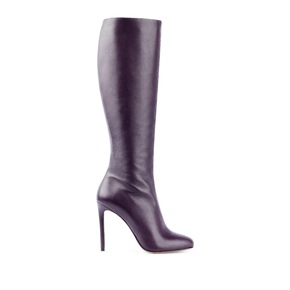 Сапоги из кожи сливового цвета на высоком каблукеСапоги женские<br><br>Материал верха: Кожа<br>Материал подкладки: Текстиль<br>Материал подошвы: Кожа<br>Цвет: Фиолетовый<br>Высота каблука: 10 см<br>Дизайн: Италия<br>Страна производства: Китай<br><br>Высота каблука: 10 см<br>Материал верха: Кожа<br>Материал подкладки: Текстиль<br>Цвет: Фиолетовый<br>Вес кг: 1.00000000<br>Размер обуви: 39**