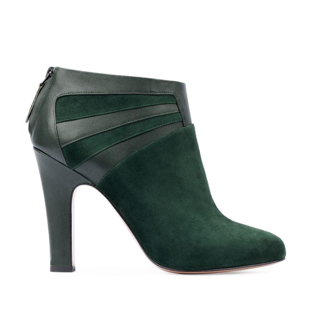 Замшевые ботильоны изумрудного цвета на устойчивом каблуке с вставками из кожиБотинки женские<br><br>Материал верха: Замша<br>Материал подкладки: Кожа<br>Материал подошвы: Кожа<br>Цвет: Зеленый<br>Высота каблука: 10 см<br>Дизайн: Италия<br>Страна производства: Китай<br><br>Высота каблука: 10 см<br>Материал верха: Замша<br>Материал подошвы: Кожа<br>Материал подкладки: Кожа<br>Цвет: Зеленый<br>Вес кг: 0.62000000<br>Размер обуви: 39*