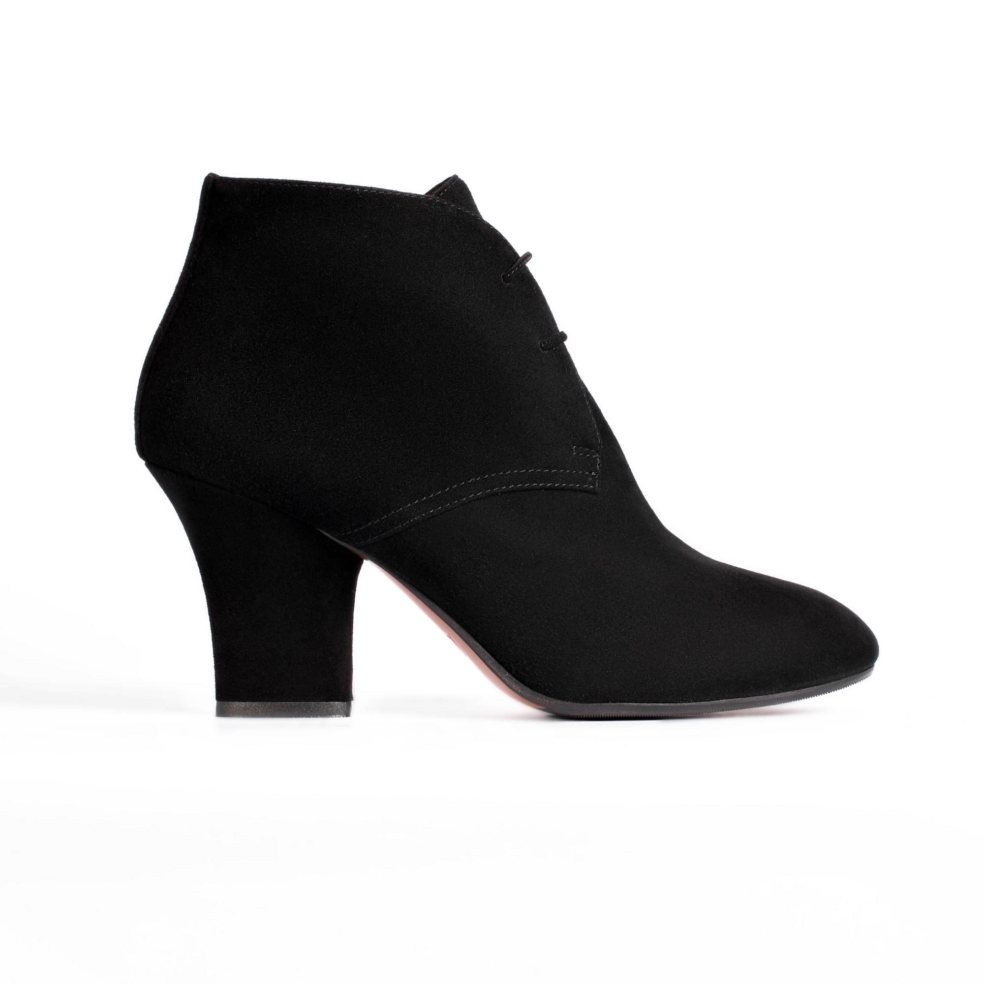 Замшевые ботильоны черного цвета на среднем устойчивом каблуке
