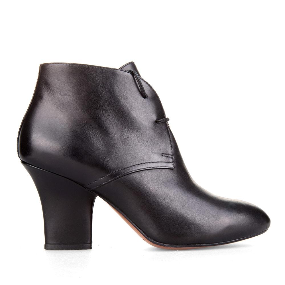 Кожаные ботильоны черного цвета на каблуке