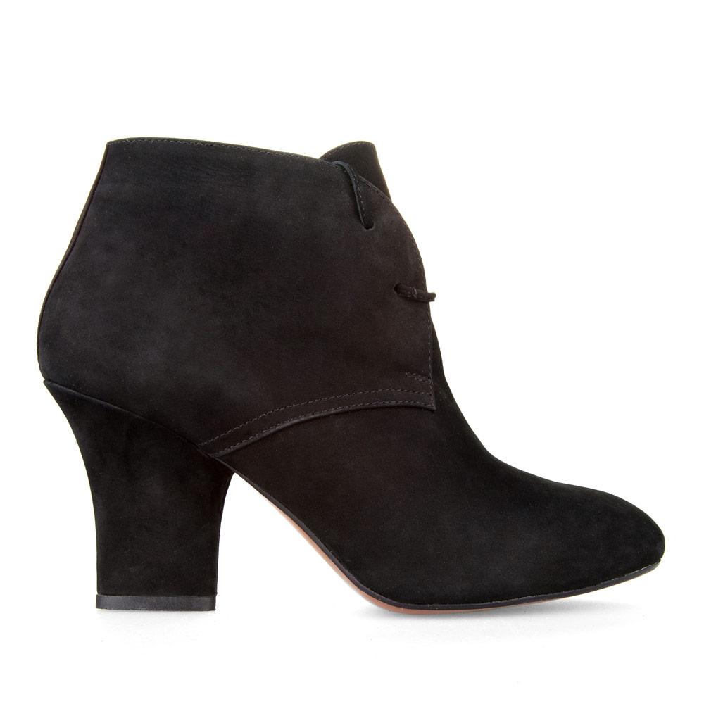 Ботильоны черного цвета из нубука с мехом на среднем каблукеБотинки женские<br><br>Материал верха: Нубук<br>Материал подкладки: Мех<br>Материал подошвы: Кожа<br>Цвет: Черный<br>Высота каблука: 9см<br>Дизайн: Италия<br>Страна производства: Китай<br><br>Высота каблука: 9 см<br>Материал верха: Нубук<br>Материал подкладки: Мех<br>Цвет: Черный<br>Пол: Женский<br>Вес кг: 1.20000000<br>Размер обуви: 35.5
