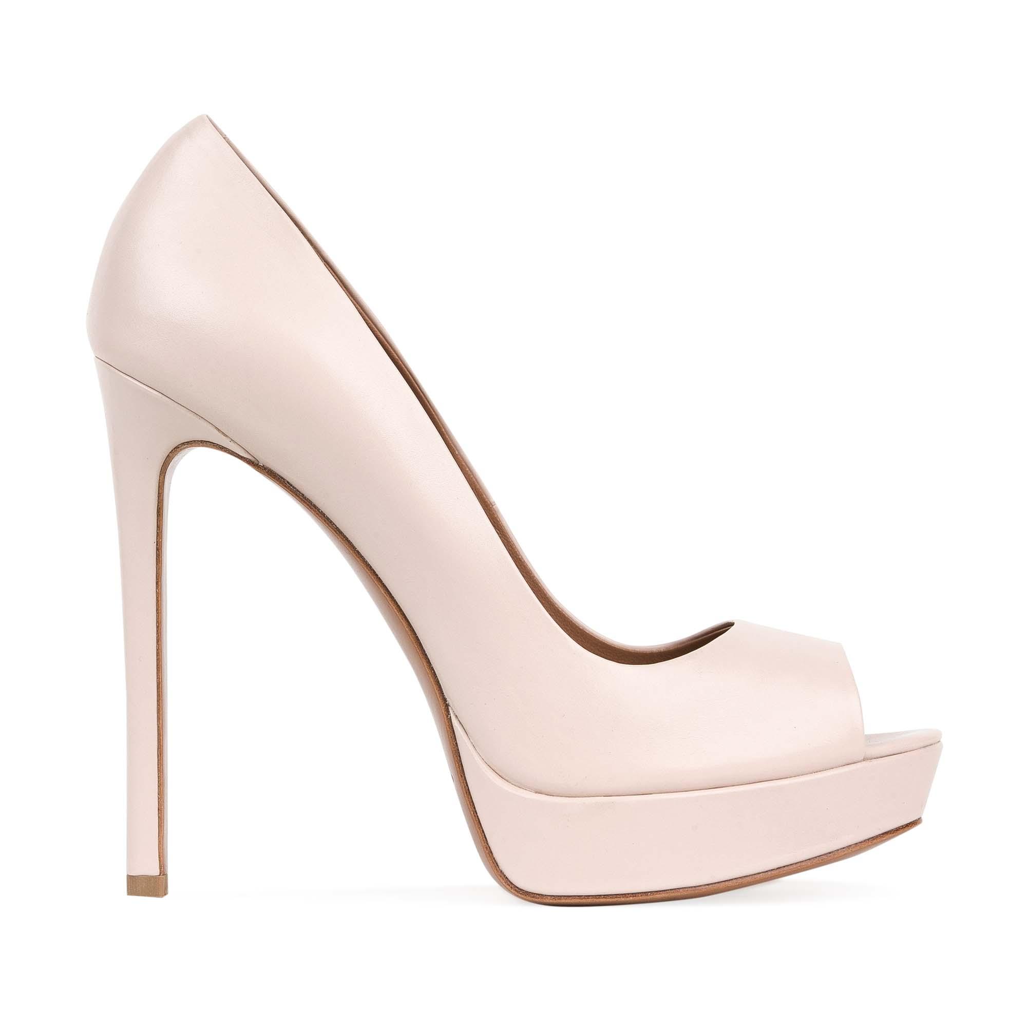 Туфли из кожи сливочного цвета на высоком каблуке