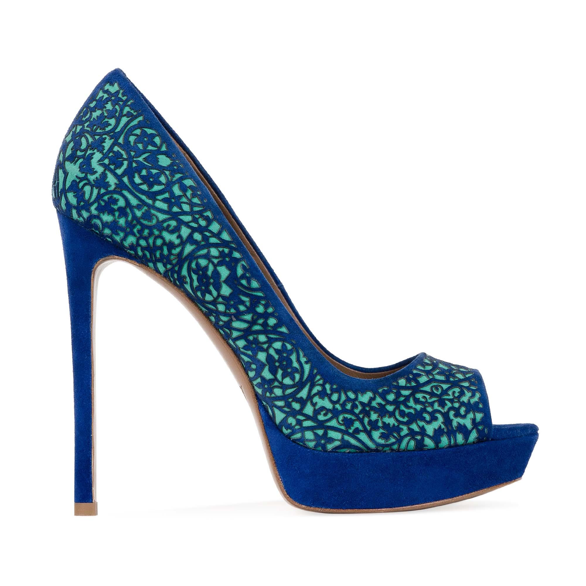 Замшевые туфли ультрамаринового цвета с цветочным орнаментом