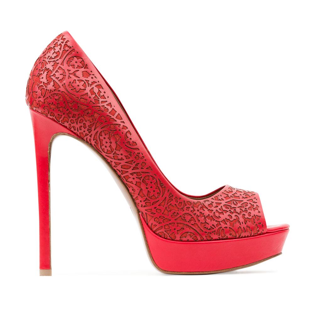 Кожаные туфли кораллового цвета с цветочным орнаментомТуфли женские<br><br>Материал верха: Кожа<br>Материал подкладки: Кожа<br>Материал подошвы: Кожа<br>Цвет: Красный<br>Высота каблука: 13см<br>Дизайн: Италия<br>Страна производства: Китай<br><br>Высота каблука: 13 см<br>Материал верха: Кожа<br>Материал подошвы: Кожа<br>Материал подкладки: Кожа<br>Цвет: Красный<br>Пол: Женский<br>Вес кг: 0.52000000<br>Выберите размер обуви: 39