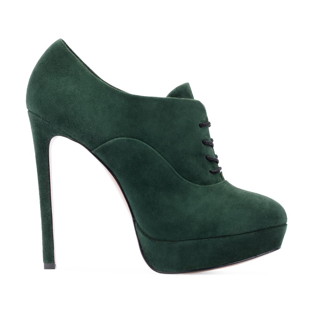 Ботильоны из замши изумрудного цвета со шнуровкой на шпилькеБотинки женские<br><br>Материал верха: Замша<br>Материал подкладки: Кожа<br>Материал подошвы: Кожа<br>Цвет: Зеленый<br>Высота каблука: 12 см<br>Дизайн: Италия<br>Страна производства: Китай<br><br>Высота каблука: 12 см<br>Материал верха: Замша<br>Материал подкладки: Кожа<br>Цвет: Зеленый<br>Вес кг: 0.60000000<br>Размер обуви: 38.5