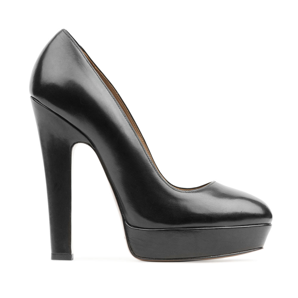 Кожаные туфли черного цвета на устойчивом каблуке