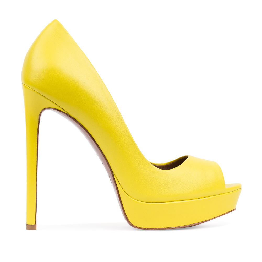 Туфли из кожи желтого цвета на высоком каблуке