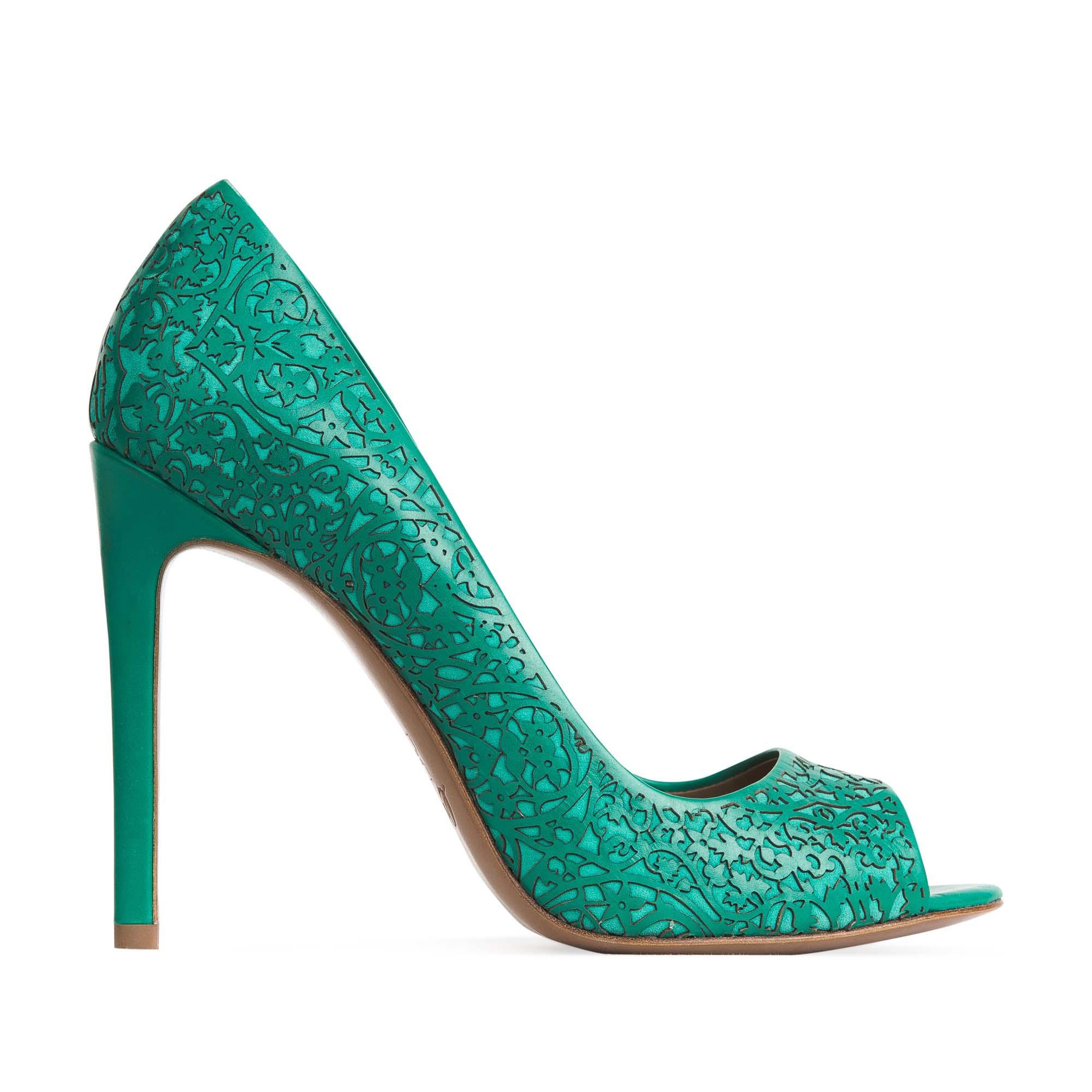 Туфли из кожи бирюзового цвета с цветочным орнаментом