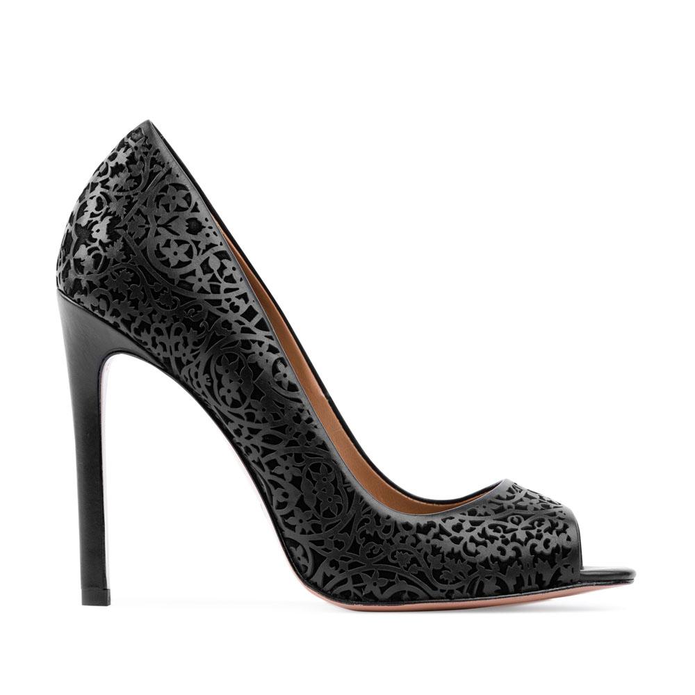 Кожаные туфли черного цвета с цветочным орнаментом