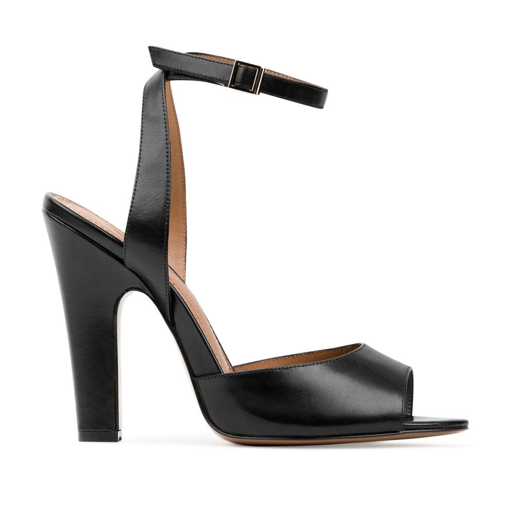 Кожаные босоножки черного цвета с ремешкомБосоножки женские<br><br>Материал верха: Кожа<br>Материал подкладки: Кожа<br>Материал подошвы: Кожа<br>Цвет: Черный<br>Высота каблука: 10 см<br>Дизайн: Италия<br>Страна производства: Китай<br><br>Высота каблука: 10 см<br>Материал верха: Кожа<br>Материал подошвы: Кожа<br>Материал подкладки: Кожа<br>Цвет: Черный<br>Вес кг: 0.45400000<br>Размер обуви: 39